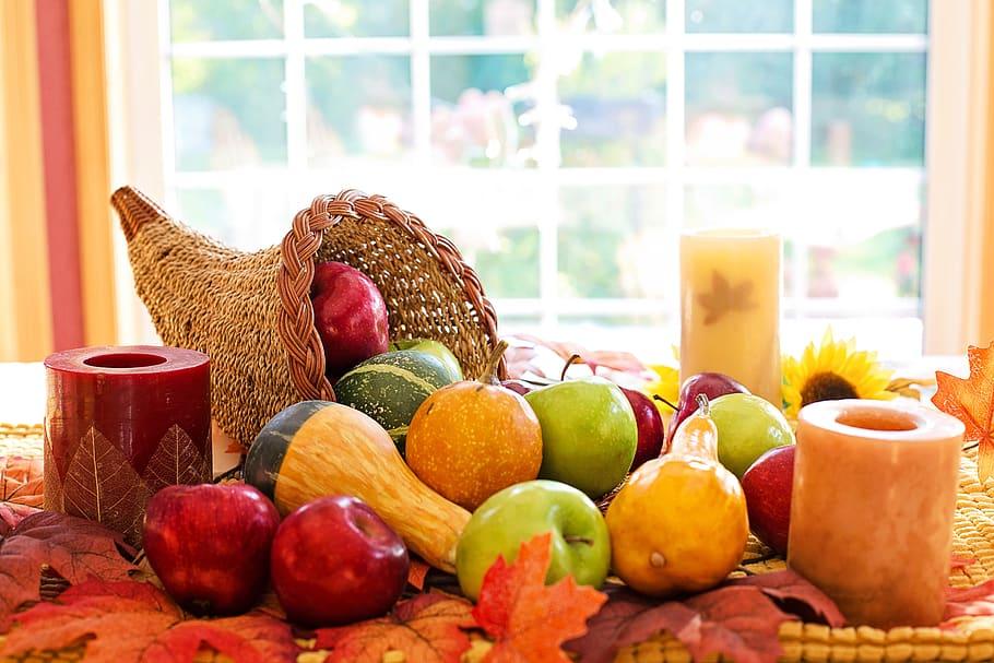 Cornucopia símbolo de abundancia de comida y de buena cosecha